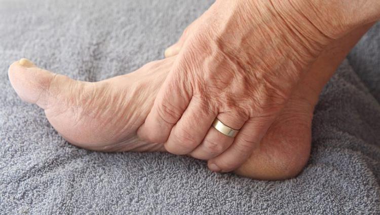 Отеки ног при сахарном диабете: причины и лечение отеков